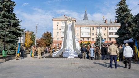 В Житомирі відкрили памятник захисників і захисниць України (ФОТО)